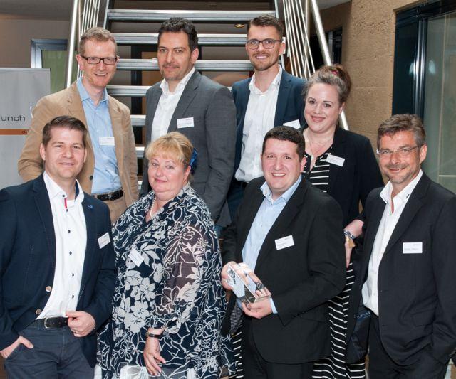 Ansicht des Preisträgers Marcel Rütten (Mitte) sowie der Laudatoren und Jurymitglieder der PMI Awards 2017