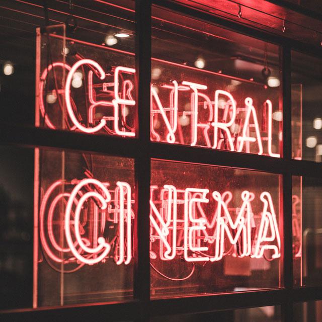 Außenansicht Kino_Beitragsbild zum Artikel Kinowerbung