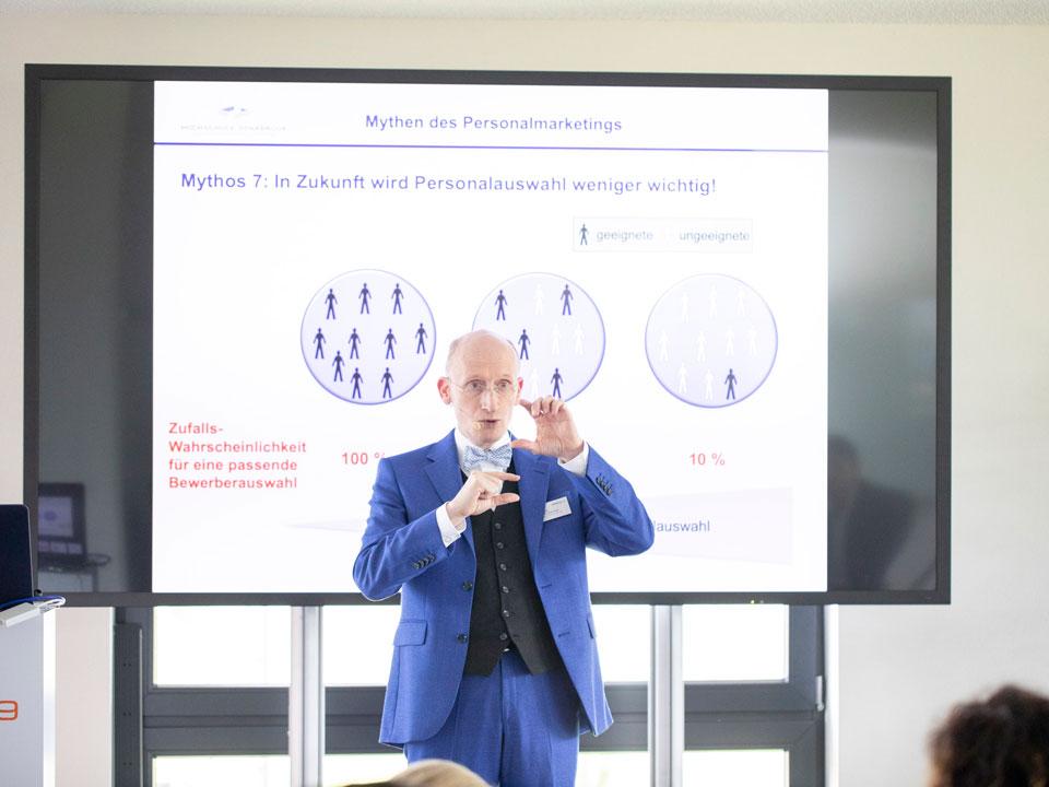 Prof. Dr. Uwe Kanning auf der dee:p19